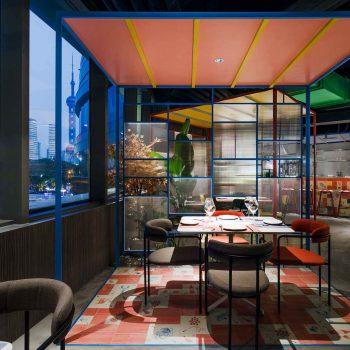 thiết kế nội thất nhà hàng theo phong cách color block
